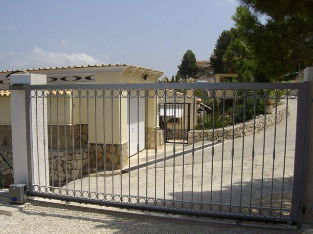 Montaje de puertas correderas de aluminio hierro y acero for Puertas correderas hierro exterior