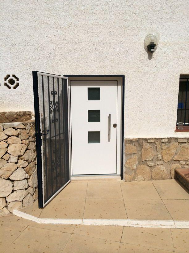 Puerta de entrada a vivienda de aluminio en calpe - Puertas para viviendas ...