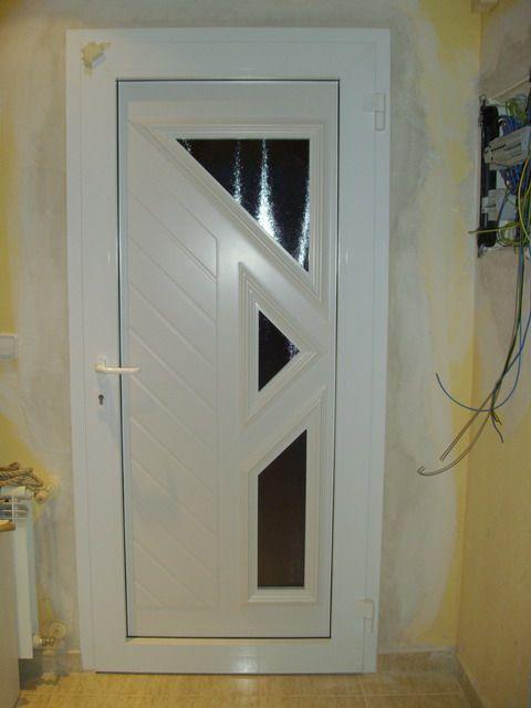 Puertas de entrada a vivienda de aluminio for Puerta xor de tres entradas