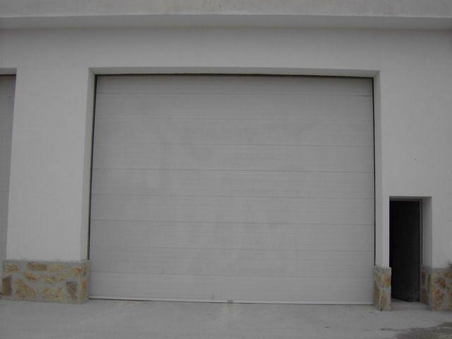 Montaje de puertas seccionales residenciales comunitarias - Montaje de puertas ...