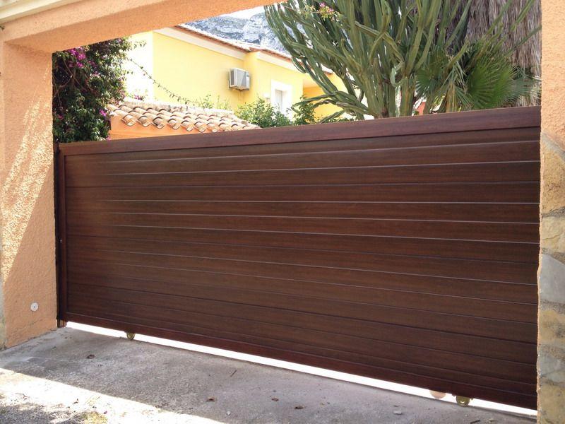Nueva puerta peatonal imitacion madera con puntas de - Puertas de aluminio imitacion madera ...