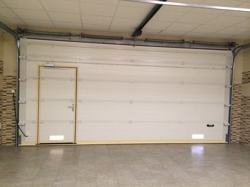 Puerta seccional motorizada con port n peatonal - Motor puerta garaje precio ...