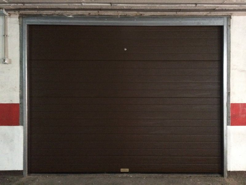 Puerta garaje motorizada materiales de construcci n para - Mecanismo puerta garaje ...