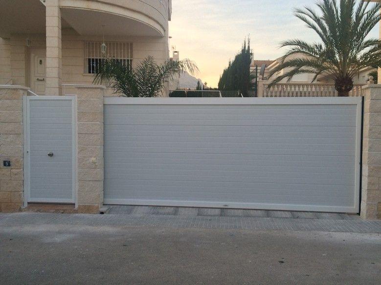 Puerta corredera con marco de aluminio y panel sandwich - Puerta corredera de aluminio ...