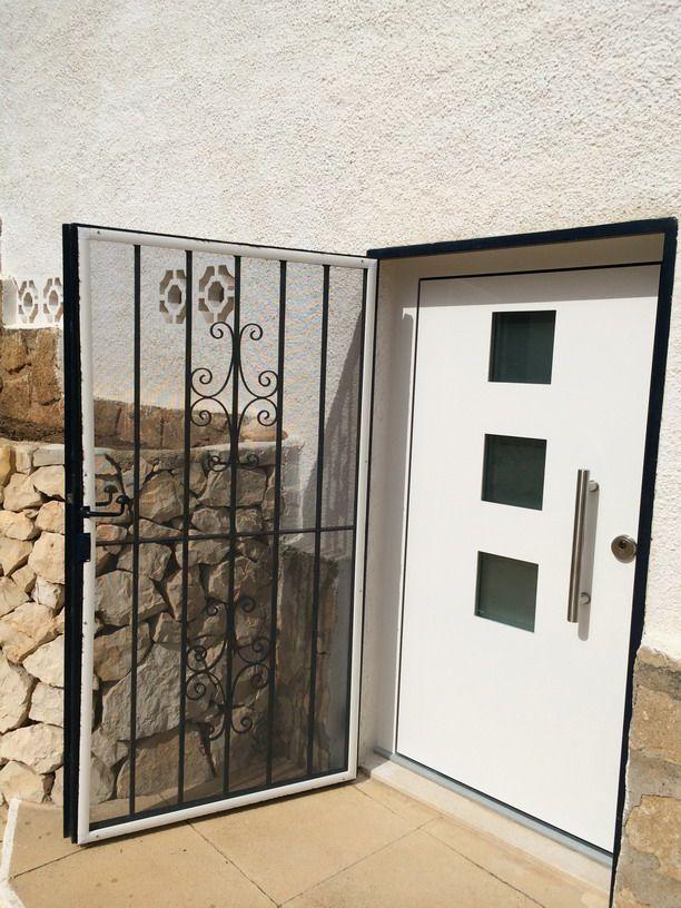 Puerta de entrada a vivienda de aluminio en calpe automatismos ibars Puertas para viviendas